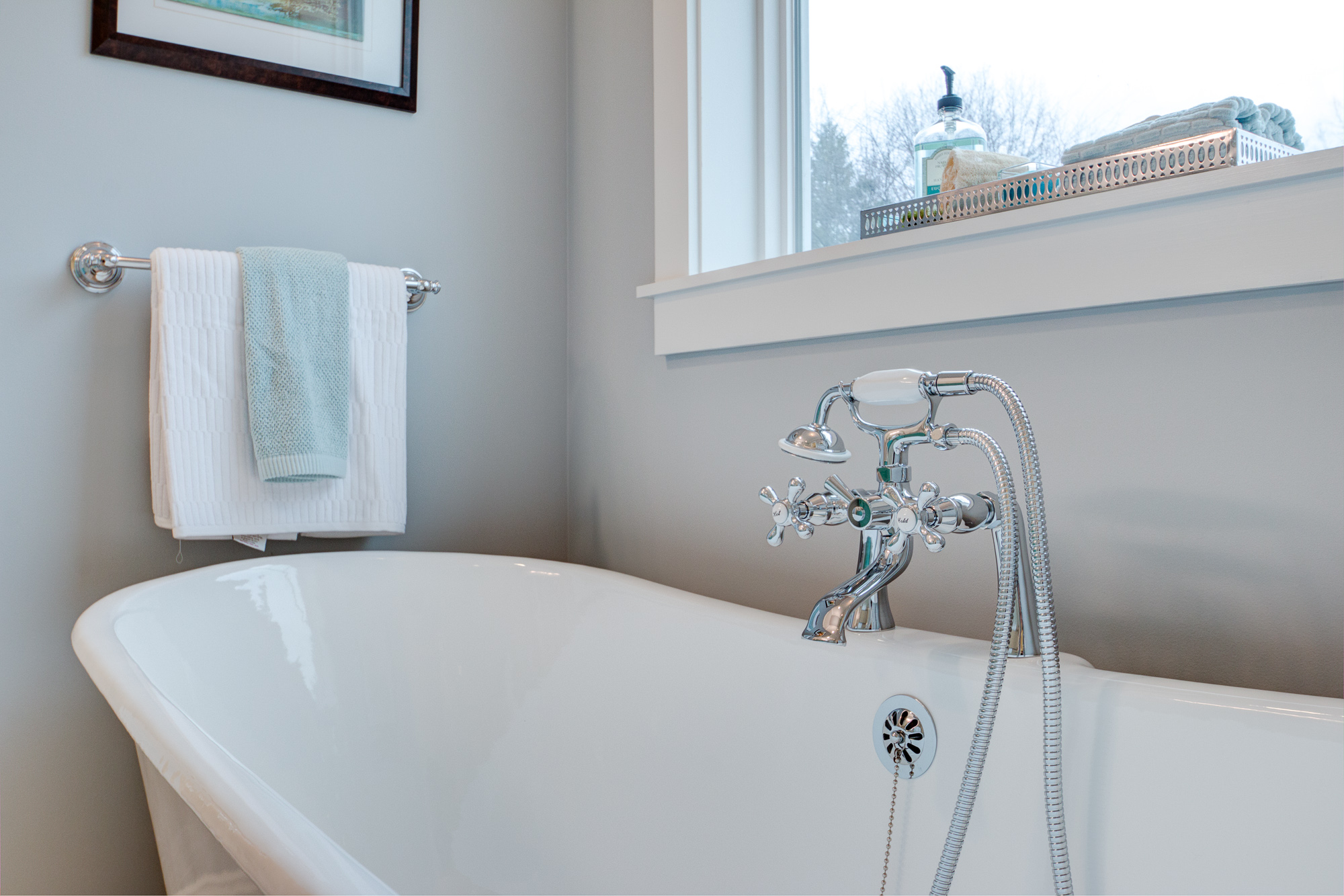 Real Estate Photography: Claw Foot Double Slipper Soaking Tub